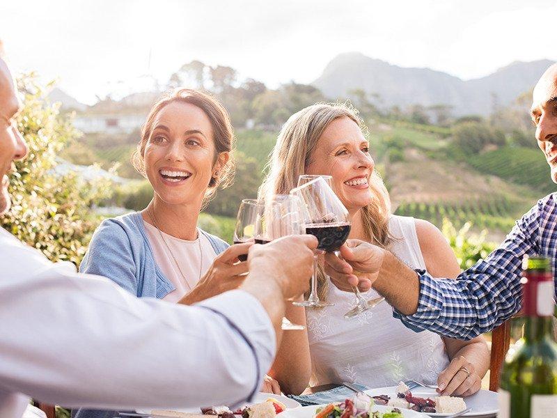 Couples enjoing dinner in vineyard_web